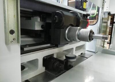 Elektrisch abrichtvorrichtungen für die Regelscheibe